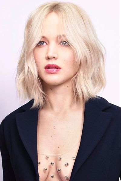 Short Wavy Even Bob With Central Part Hairs Jennifer Lawrence