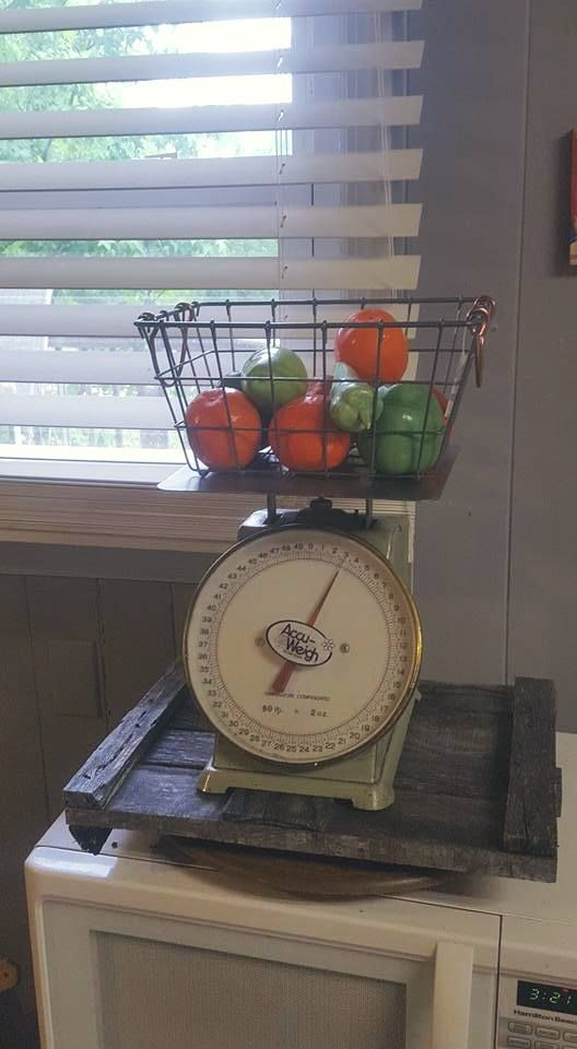 Using A Old Weight Scale And Fake Fruit With A Basket And Old Wood I Love This Alot Old Wood Home Diy Weight Scale