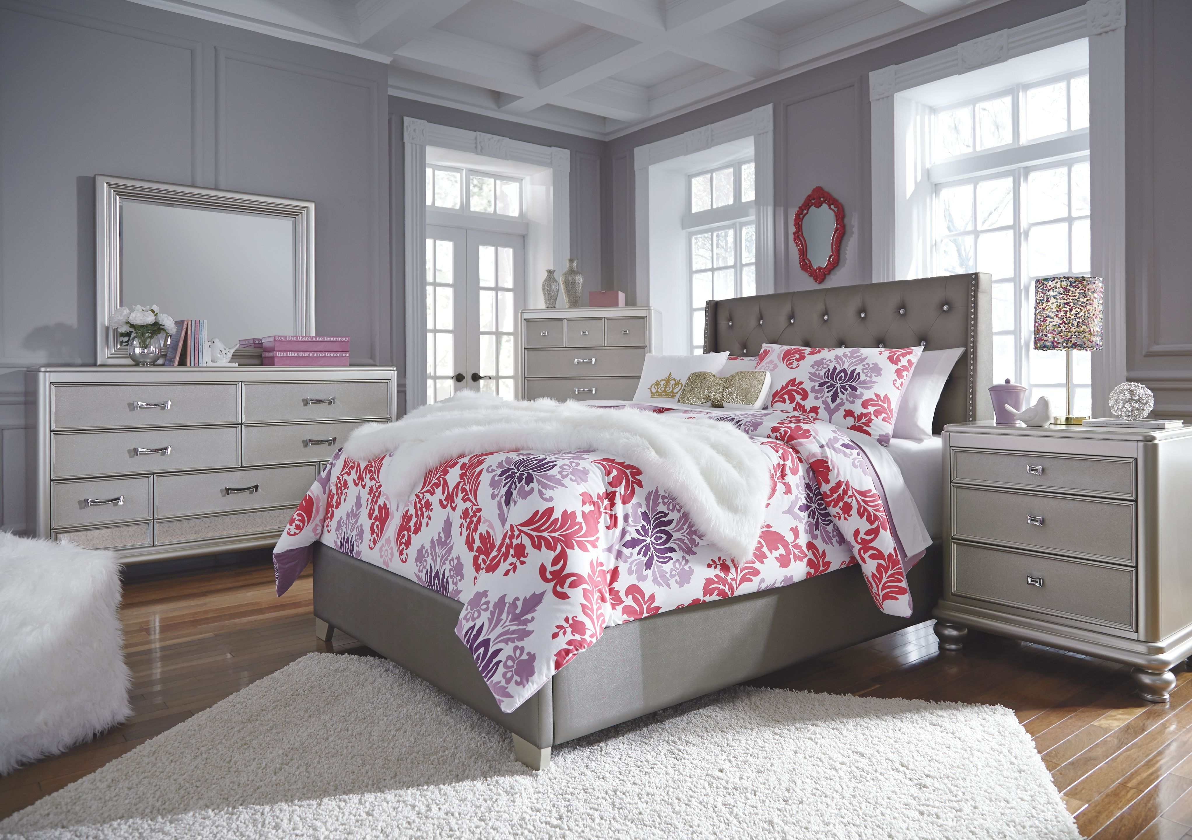 Coralayne Full Upholstered Bed, Gray Silver bedroom