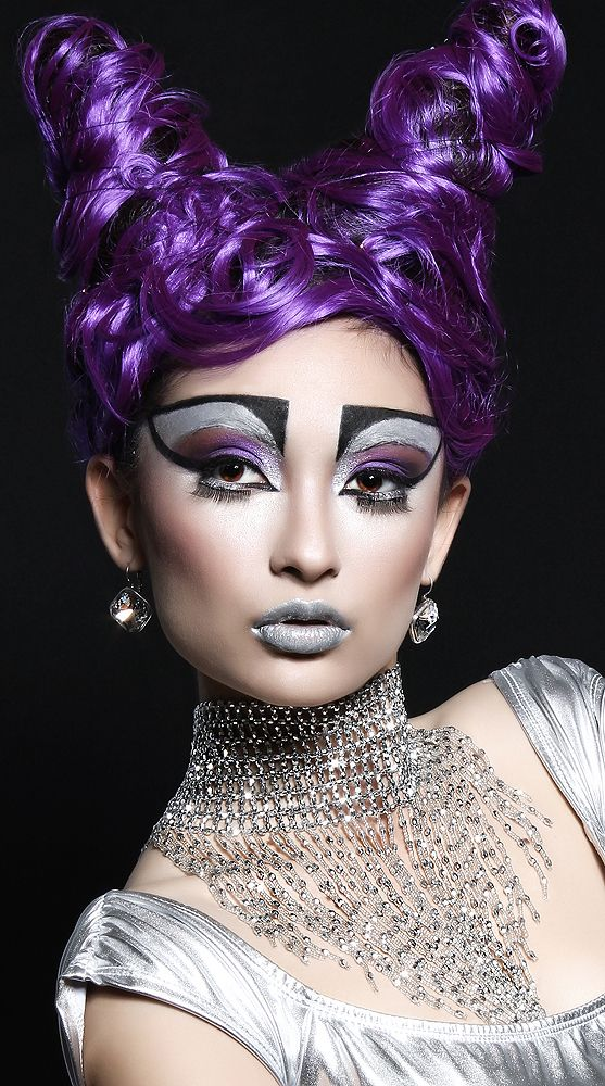 Source Extreme makeup, Multi colored hair