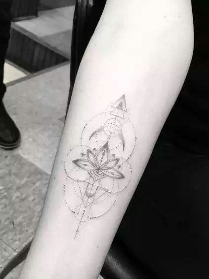 d2d0cc38a0263 Geometric lotus Lotus Design, Dr Woo Tattoo, 100 Tattoo, Tatoo, Geometric  Tattos