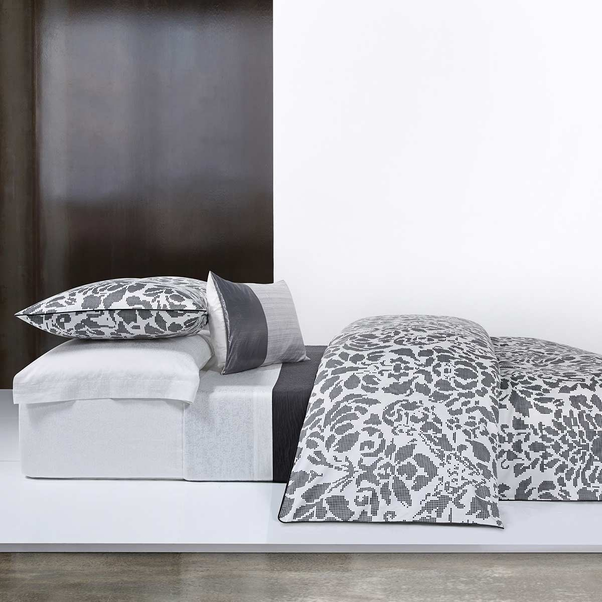 modena bedding by calvin klein home at dotmaison calvin. Black Bedroom Furniture Sets. Home Design Ideas