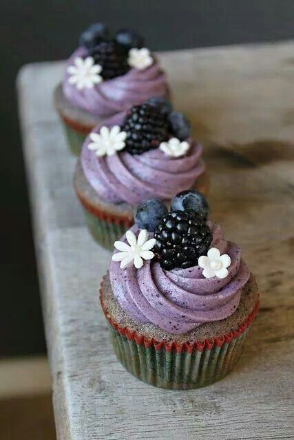 Blackberry cupcakes