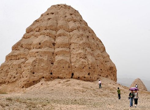 Western Xia Mausoleum. Western Xia Empire was founded by Emperor Yuanhao in 1038 and established itself as a popular empire amongst the Qiang Minority of Ningxia. At the height of its power the empire was amalgamated into an area of around 830,000 sq. kilometers, including Ningxia, Gansu, East Qinghai, N. Shaanxi, East Xinjiang, West Inner-Mongolia and the south part of the Republic of Mongolia. The empire passed through 10 emperors in 190 years and was conquered by the Mongolian empire in…