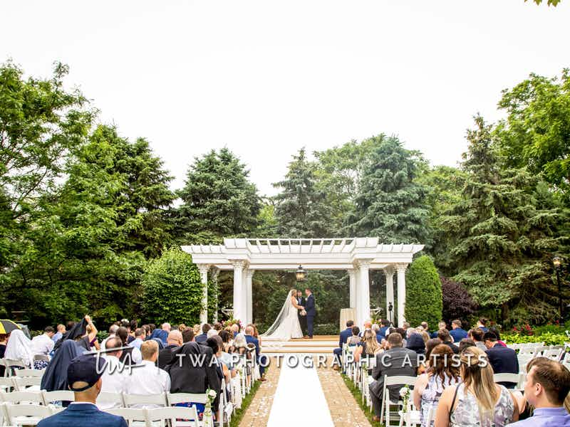 Illinois Wedding Venues On A Budget Affordable Chicago Wedding Reception Venues Wedding Venues Chicago Wedding Wedding Site