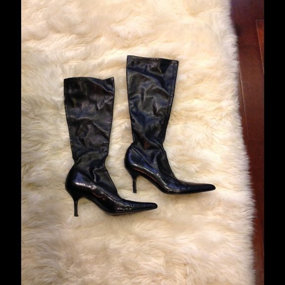 Steve Madden black point toe heeled stretchy boots In good condition. Heels  are a bit worn out as pictured above. Can be fixed at a shoe repair shop.