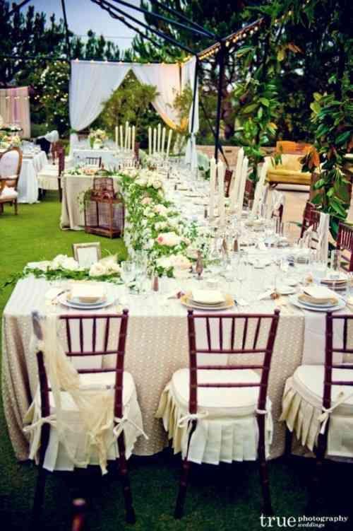 La table de mariage longue s\'étale en 30 exemples | Banquet