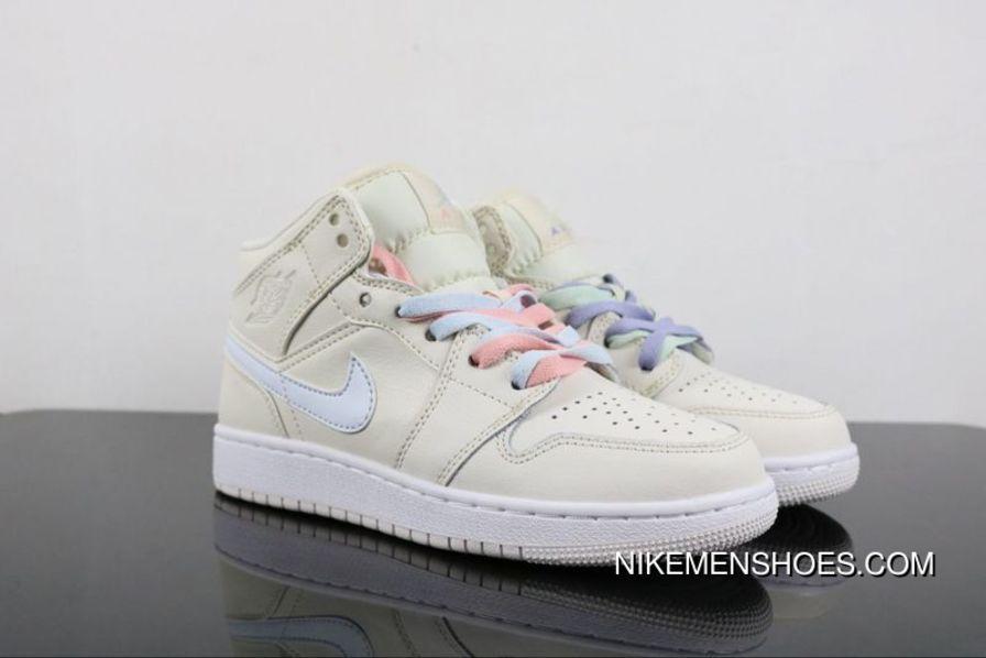 Jordan Nike Womens Air 1 Retro High SOH Casual Shoe