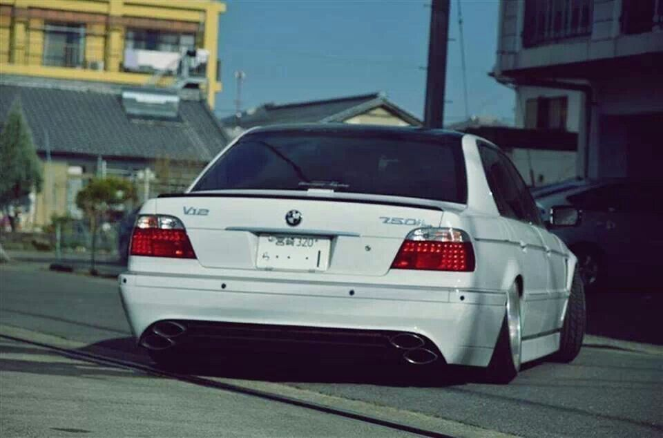 BMW E38 7 Series White Slammed