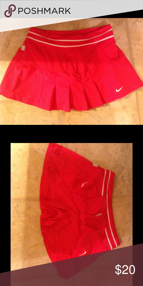 Nike dry fit tennis/golf skirt Pleated with shorts underneath. Size small. Perfect condition. nike Skirts