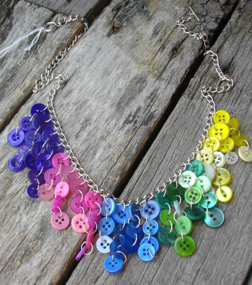 DIY button statement necklace | www.bykaro.nl for your jewelry making supplies