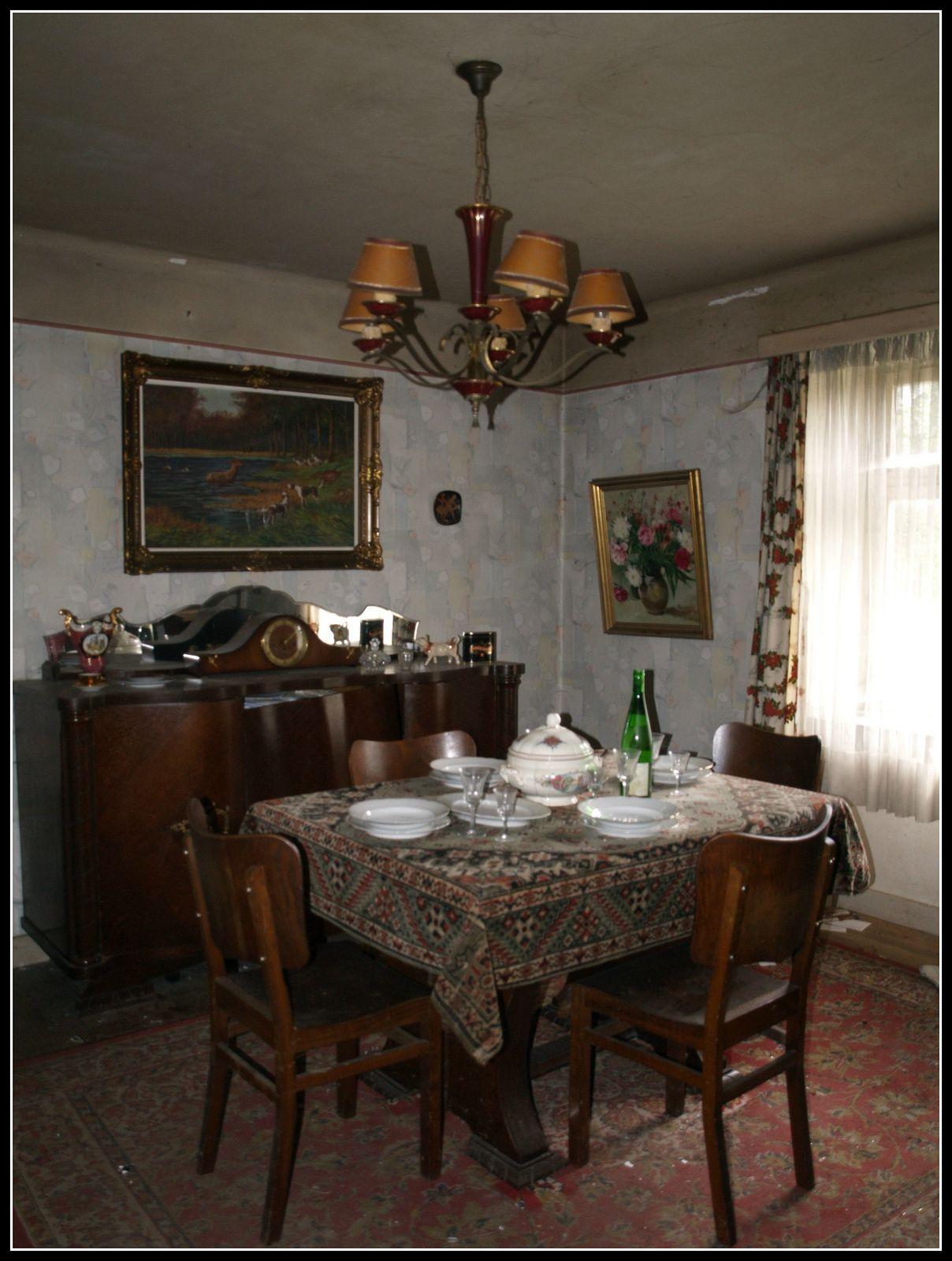 Sala da pranzo | Abandoned houses, Home decor, Dining table