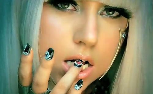 Lady Gaga Selalu Menjadi Kontroversi Dari Aksi Panggung Cara