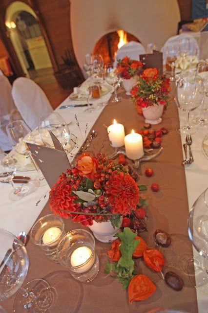 Blumendeko Herbst herbst hochzeit tischdekoration in braun und orange mit