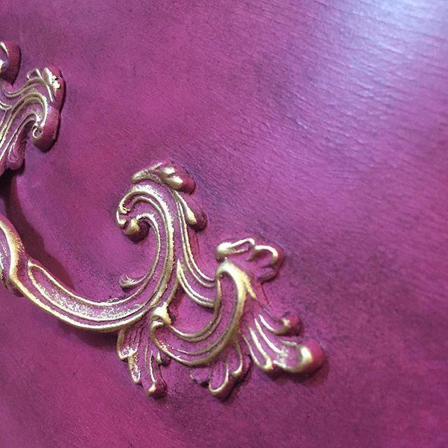 Warrenton, VA, USA stockist @theemptynestcreated the perfect merlot-inspired shade using Burgundy, Henrietta and Old Ochre Chalk Paint®! #ChalkPaint #Merlot #DIY #PaintedFurniture