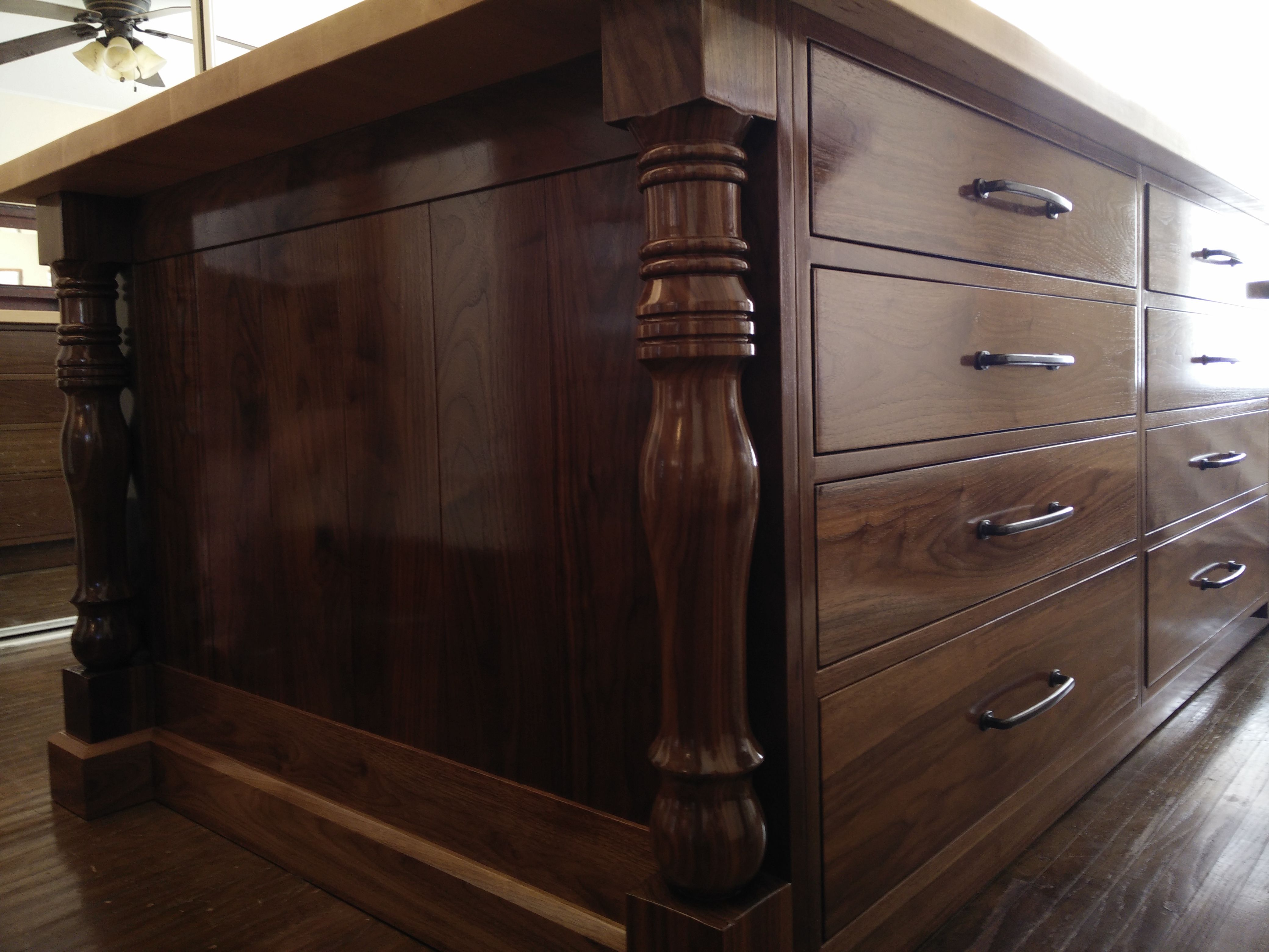 hand turned walnut pillars. Completely French polished exterior.