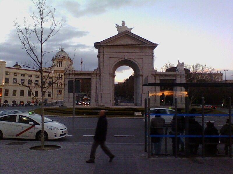 Puertas abiertas iconos que recuerdan hasta donde llegaba la ciudad de Madrid
