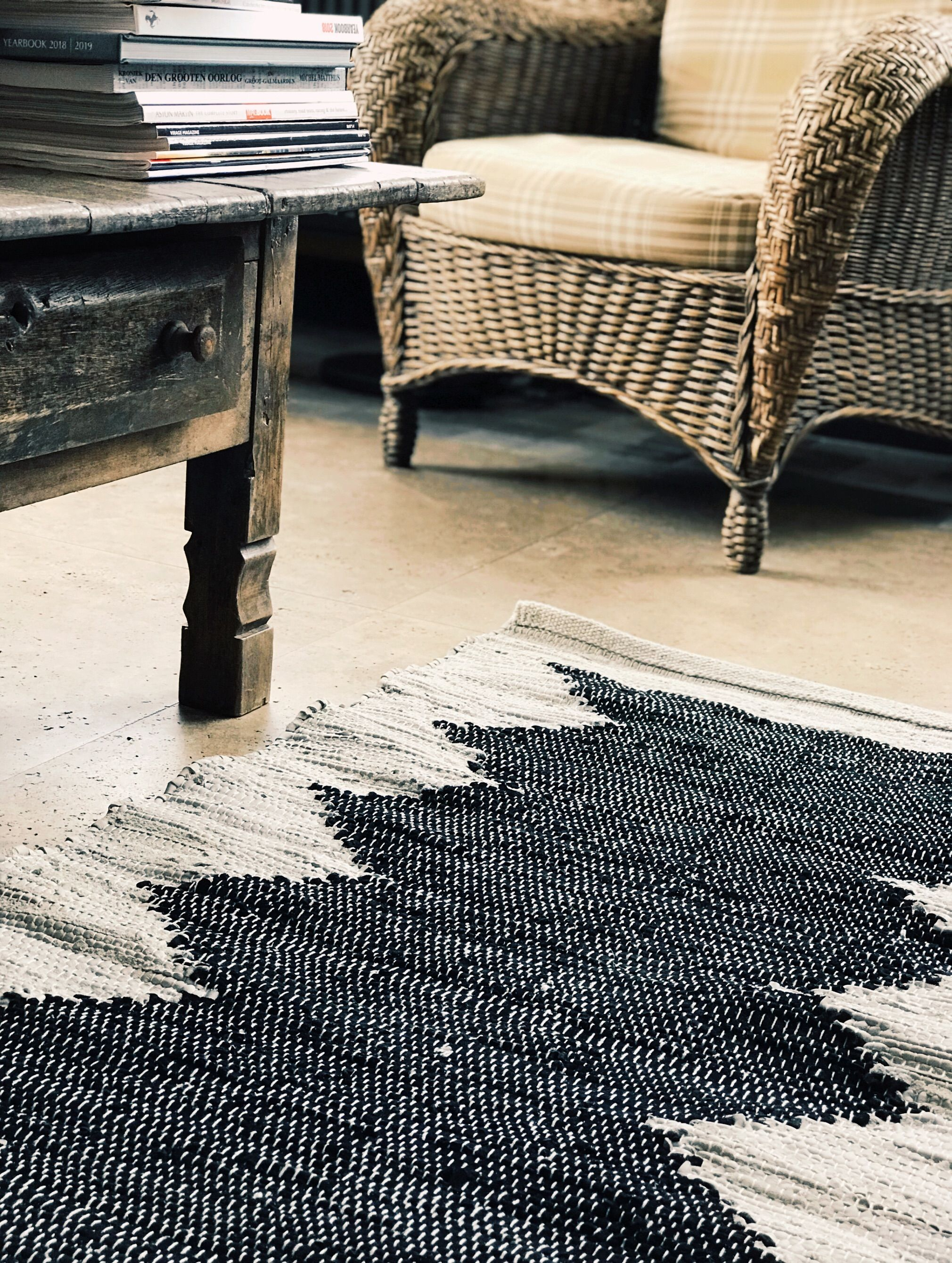 Bohemian Black And White Rug Made Out Of Recycled Rubber And Cotton This Carpet Is Quite Neutral But Will Still Add That Extra To Your Home Decor It Is Kelims