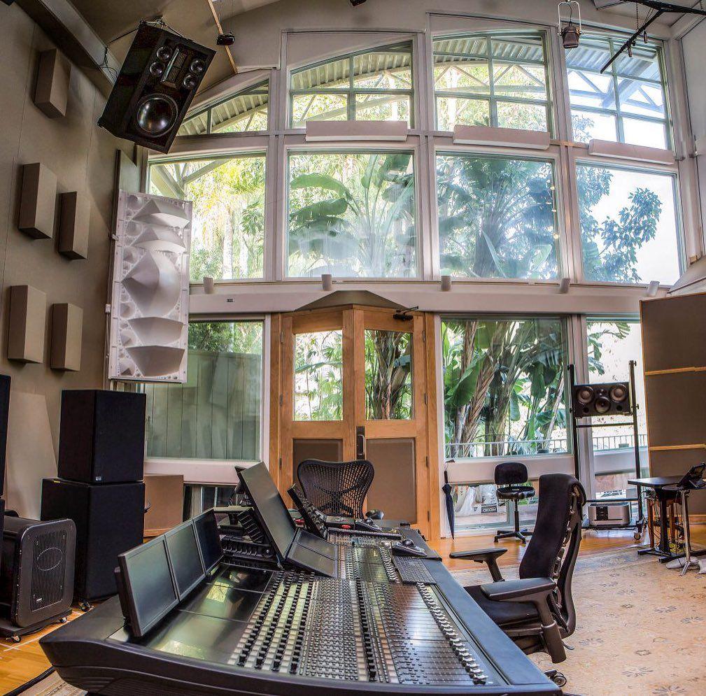 Woooow Look At This Amazing Studio 5catstudios Musicstudio Musicproduction Studi Recording Studio Home Music Studio Room Home Studio Music