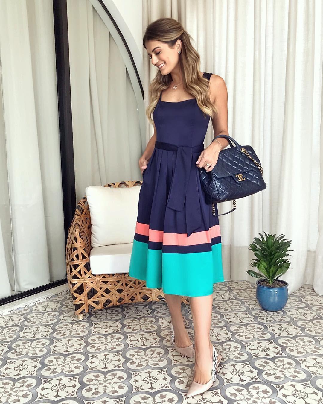 """417f29d77 Ariane Cânovas no Instagram: """"De vestido @luziafazzollioficial 💙 Midi com  cintura marca e saia com pregas que eu amo e acho uma peça certeira, ..."""