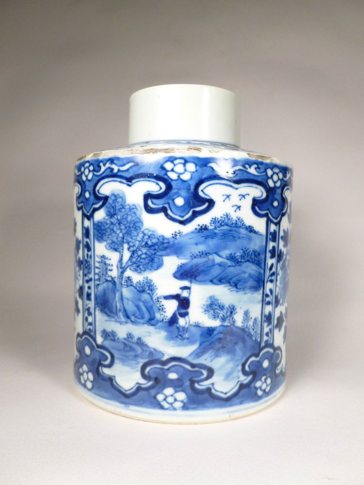 Antique chinese blue and white Tea caddy with lid landscape decoration China 19th-20th century antique chinese porcelain china porcelain