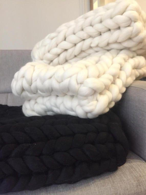 Réalisez dès à présent votre propre couverture grace à nos pelotes de laine  mérinos extra douce 180cf4ab613