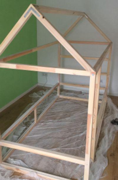 ikea kura hack ein kinderbett mit dach zum selber bauen in 2019 kinderzimmer ikea kinder. Black Bedroom Furniture Sets. Home Design Ideas