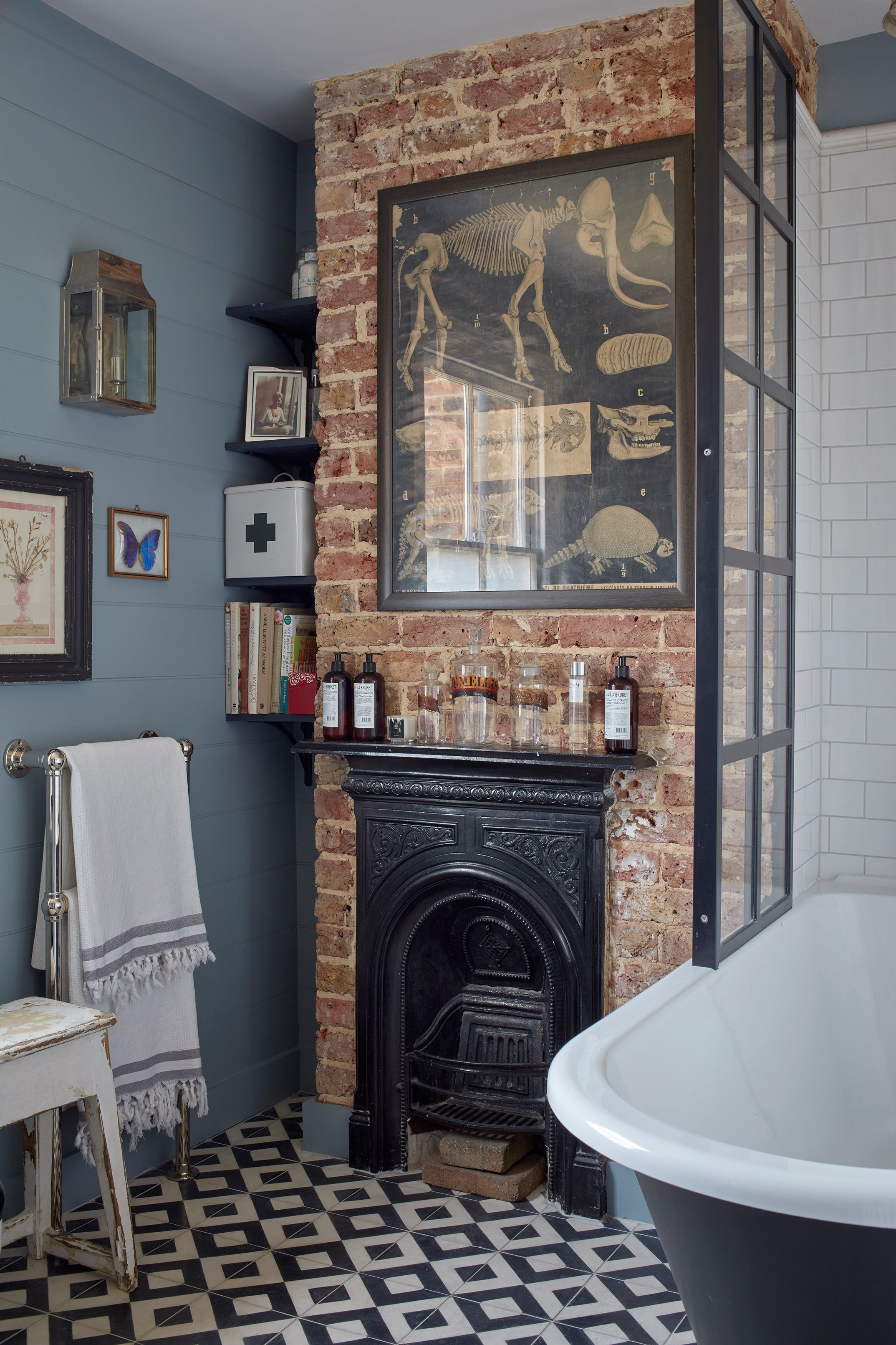 15 Traditional Fireplaces Design Ideas To Inspire Your Renovation Victorian Homes Victorian Bathroom Classic Bathroom