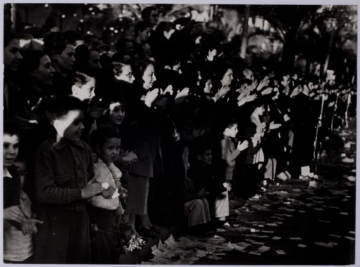 Cheering spectators at the farewell ceremony for the International Brigades, Barcelona, Oct 1938//Robert Capa