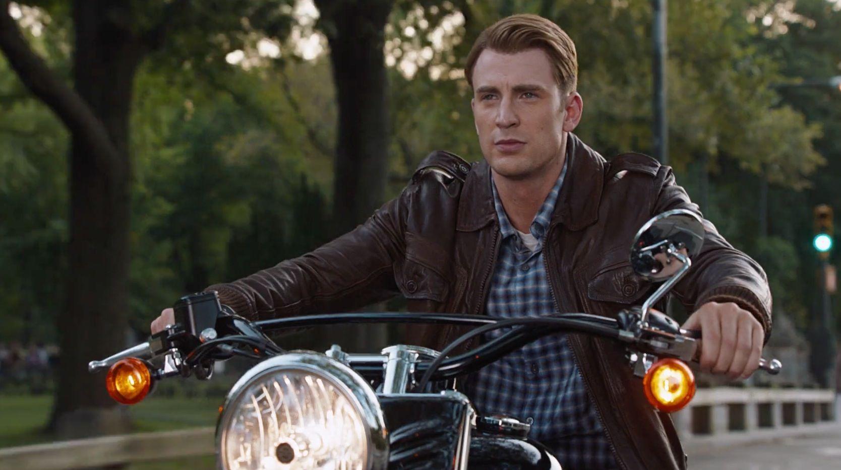 Harley Davidson Movie: Harley-Davidson Softail Slim Motorcycle Driven By Chris