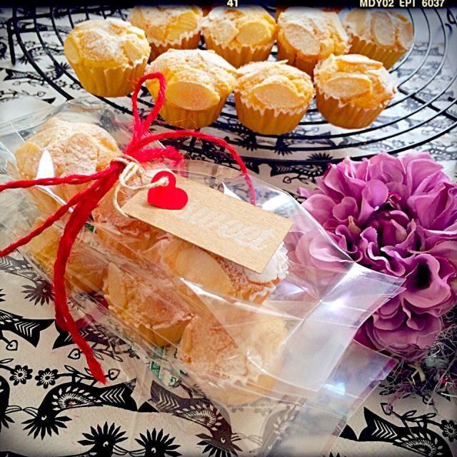 プレゼントにミニマフィン型で焼いてみました♫꒰・‿・๑꒱ さくらこちゃんのレシピには、いつもお世話になってまーすありがとね~o(*^▽^*)o - 228件のもぐもぐ - sakurakoさんの料理 パン・ドゥ・ジェーヌ~パリの焼き菓子~ by すずらん