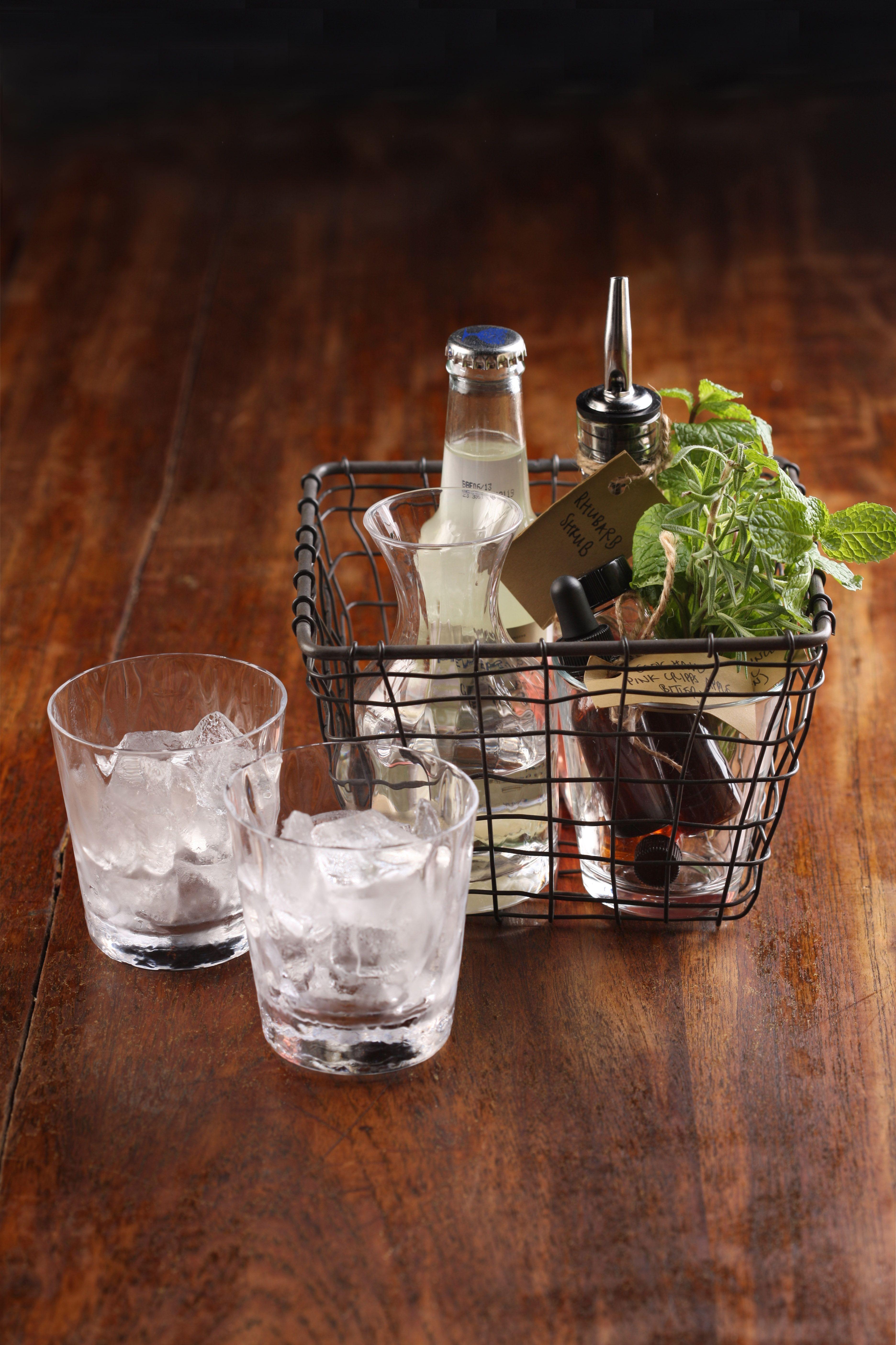 DIY Cocktail Kit Diy food gifts, Diy cocktails, Cocktail