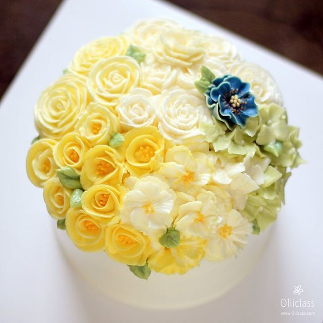 Done by student  #buttercreamflowercake #flowercupcake #koreanstylecake #ollicake #olliclass #olligram #ollifamily #peony #rose #ranunculus #blossom #bouquet #wreath #weddingcake #partycake #버터크림플라워케이크 #올리케이크 #올리클래스 #케익스타그램 #꽃스타그램 #동편마을 #꽃놀이 #봄꽃 #since2008  www.ollicake.com ollicake@naver.com