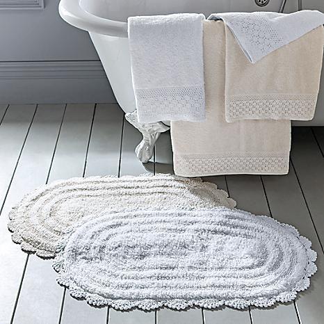 Attirant Victoriana Bath Mat #kaleidoscope #victorian #bath #home