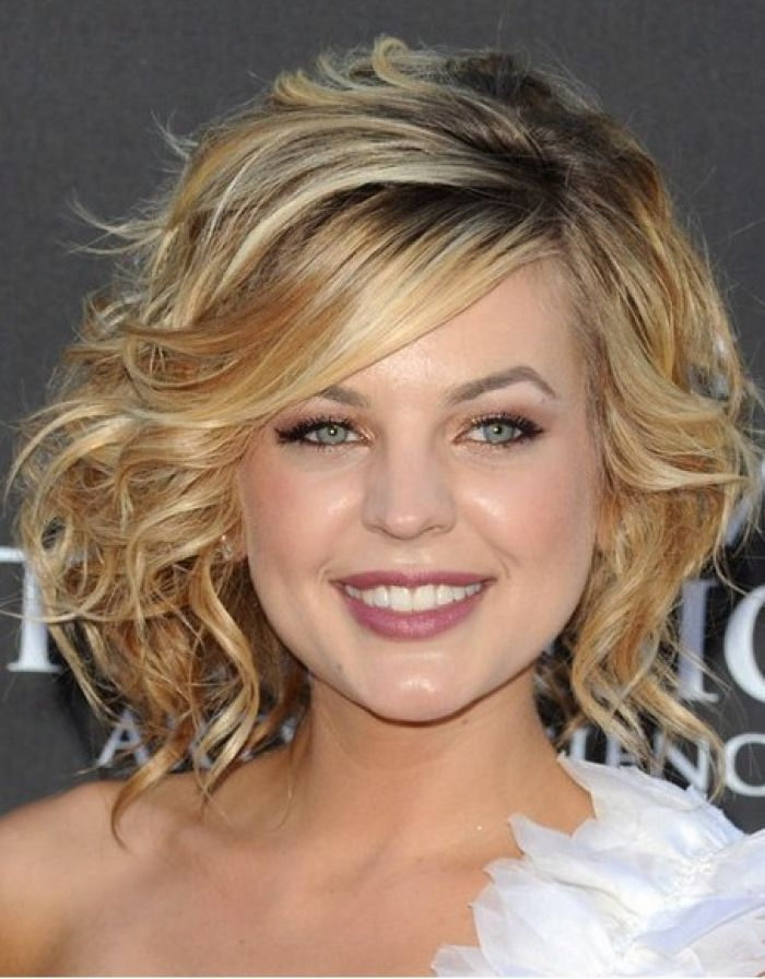 40 Stunning Medium Hairstyles For Round Faces Wavy Hairstyles Medium Curly Hair Styles Naturally Medium Length Curly Hair