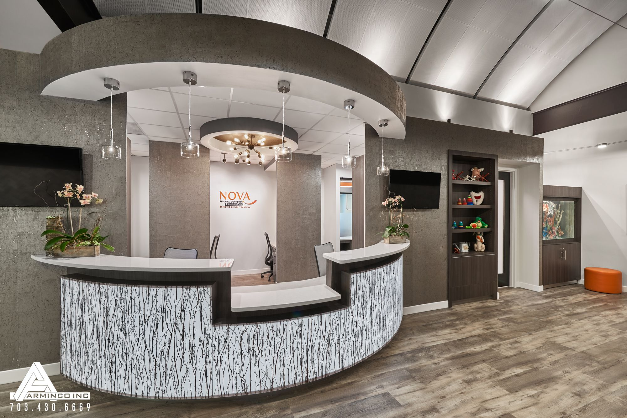 Curved and open reception desk dental office design by for Bureau reception