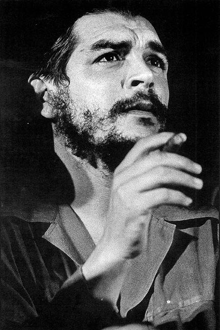 Matw. 1963. Otro de los retratos clásicos del Che en el que se logra plasmar la fusión enigmática de la severidad con la dulzura. Su reproducción ha abarcado disimiles formas y soportes. Foto SALAS