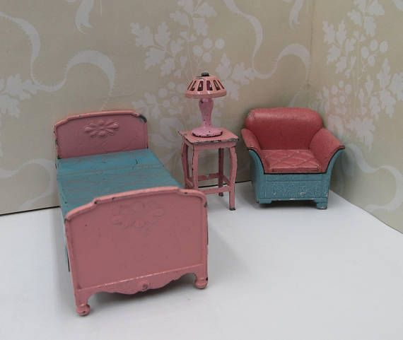 Antique Metal 1920s Tootsie Toys Dollhouse 2 Piece Bed