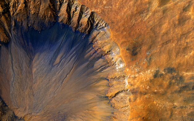 Mars-Crater-Sirenum-Fossae-Region