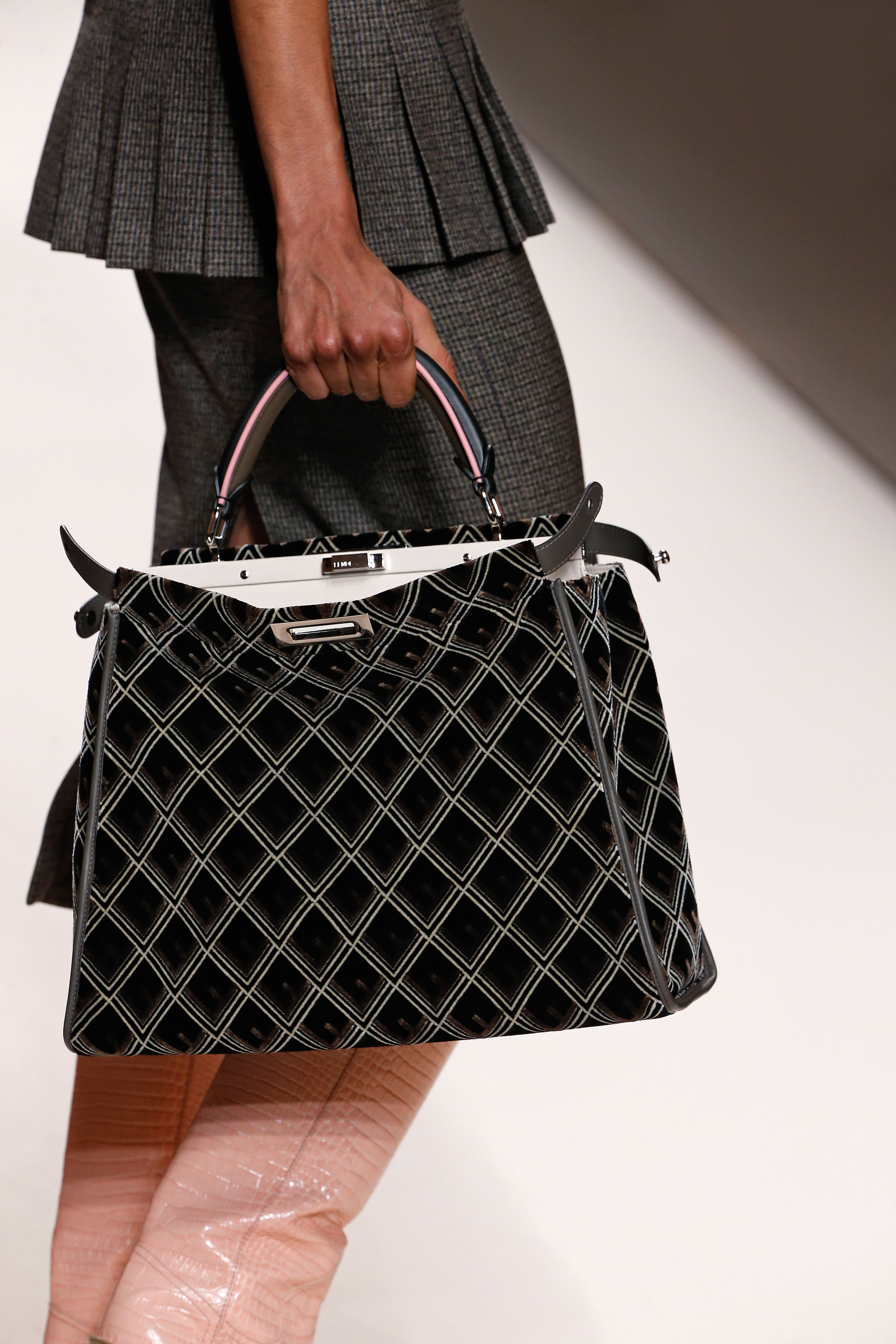 Fendi Fall Winter 2018-19 Fashion Show  f59387c2f75cf