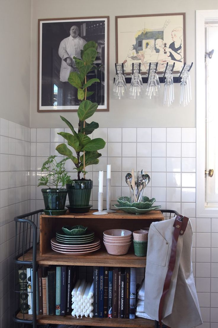 Photo of Helena Lyth – Beautiful kitchen corner with plants, pictures and ceramics #kitch…