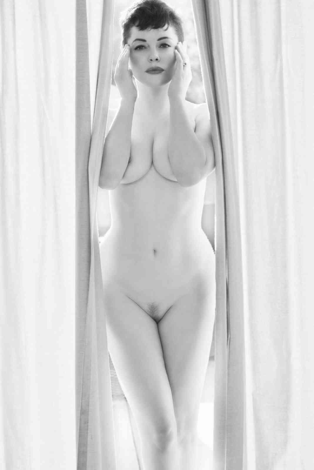 Ebony rose mcgowan naked