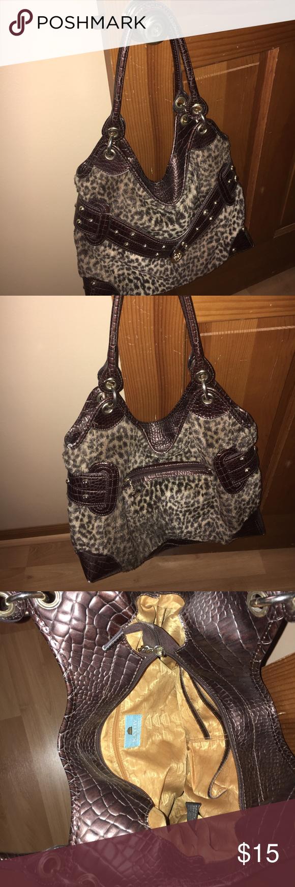 Kathy Van Zeeland cheetah purse Medium-sized Kathy Van Zeeland cheetah purse. Minimal wear and tear. Zips. Gold hardware. Kathy Van Zeeland Bags Shoulder Bags