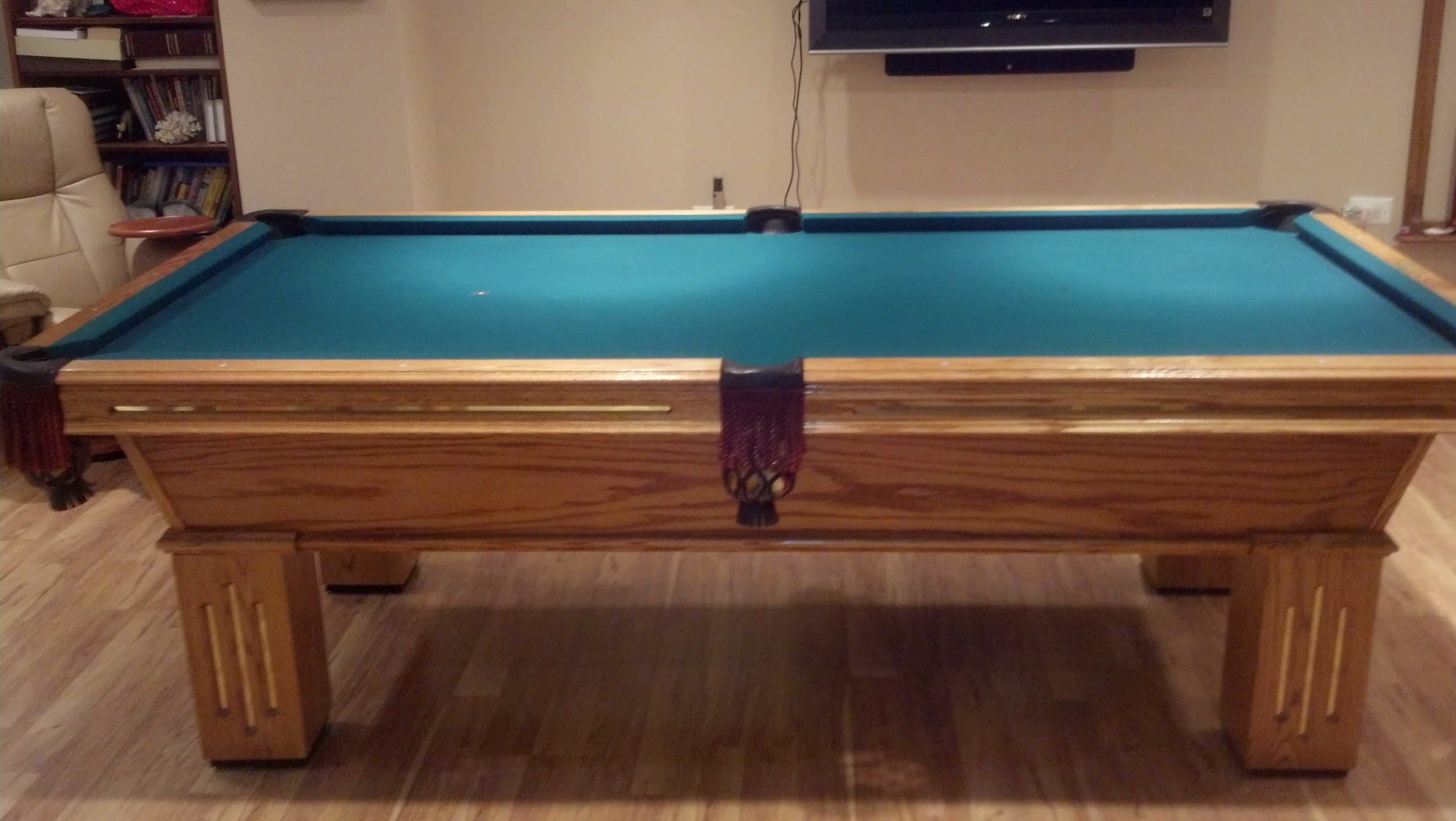 For sale Olhausen Billiards Gem 8' Pool Table Mint