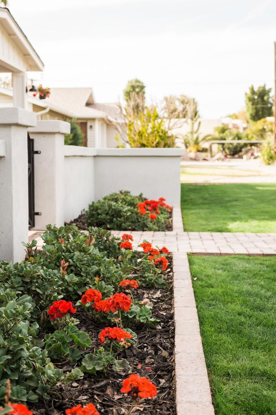 15 Easy Curb Appeal Boosters for Spring | Flower bed ...