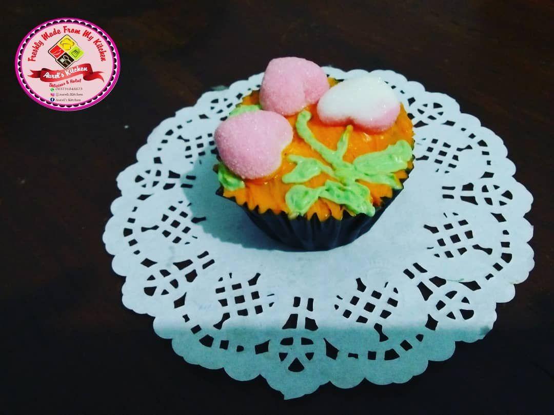 Bosen Momen Istimewa Selalu Memberi Tart Cake Yang Cenderung Ukurannya Besar Nah Ini Ada Cupcake Yg Bisa Jadi Pilihan Bebas Request M Cupcakes Cake Desserts