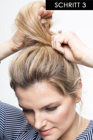 In 15 Sekunden Zur Trendfrisur Diese Messy Bun Anleitung Ist Super Easy Stylish Easy Hairstyles Quick Hairstyles Bun Hairstyles