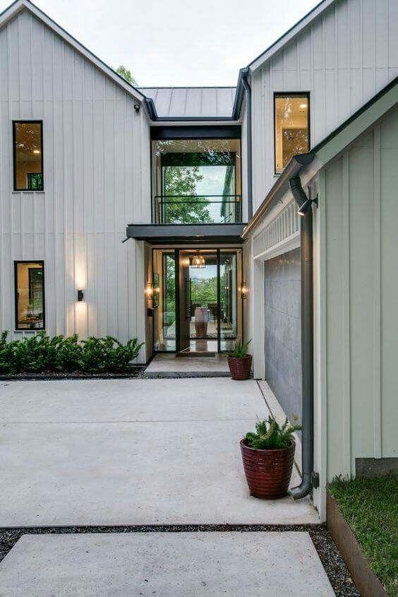 Olsen Home Exteriors: By Olsen Studios, White Rock Lake, Dallas