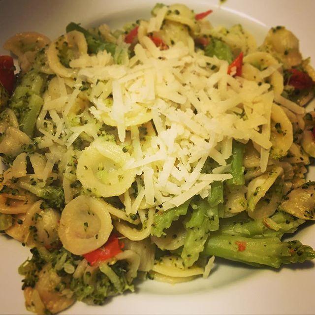 #orecchiette #broccoli #vinorosso #cincin #brindisi 🍷🍴 #auguri #lavitacheverrà #matrimonio #wedding #congrats #love ❤️ #life #tomorrowisourbigday #foodporn #foodporn #italiangirl