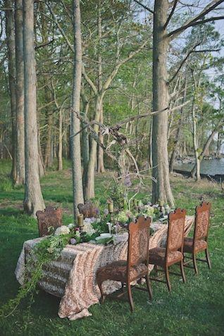 Moody recepção de casamento | Bit of Photography Marfim & Palette de Pétalas | ver mais em: http://burnettsboards.com/2014/05/disneys-maleficent-inspired-wedding/